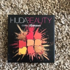 Huda Beauty Coral Obsession Palette